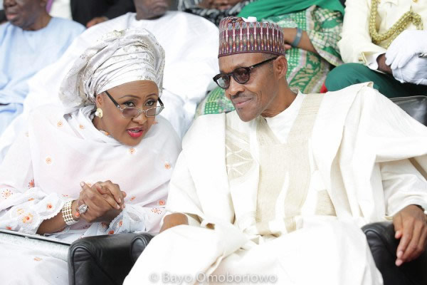 Aisha Whispers To Her Husband, President Buhari At The Inauguration