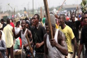 Benue Youths Block Abuja-Makurdi-Enugu Highway, Chanting War Songs Following Fulani Killing Of 50
